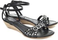 Clarks Shavi Loop Flats: Sandal