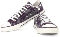 Converse Canvas Sneakers: Shoe